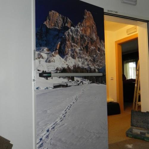 Porta tagliafuoco decorata