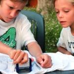 I timbri per tessuto sono facili e divertenti da usare anche per i bambini.